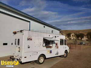 22' Diesel Chevrolet P30 Mobile Coffee and Beverage Truck / Used Mobile Cafe